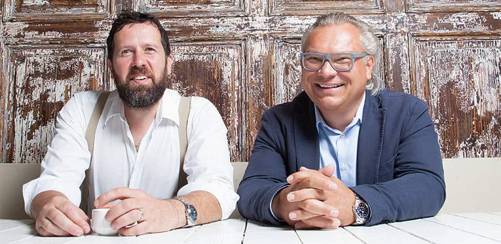 Die Weitzer-Macher an einem Tisch: Florian Weitzer und Daniel Pfaller