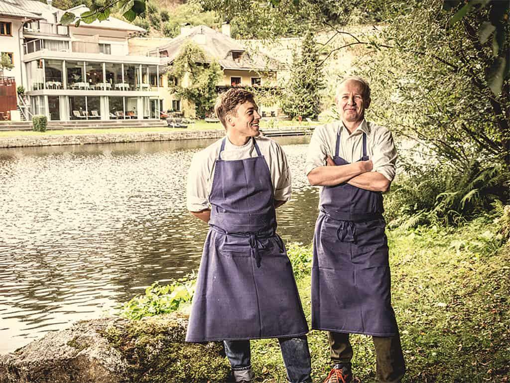 Gemeinsame Sache: Auch wenn Helmut Rachinger jetzt aus der Küche des Mühltalhofs ausgezogen ist, stehen Vater und Sohn sich sehr nahe.