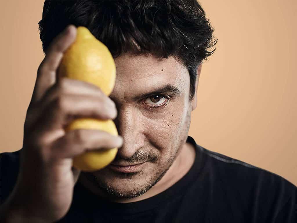 Mauro Colagreco mit Zitronen in der Hand