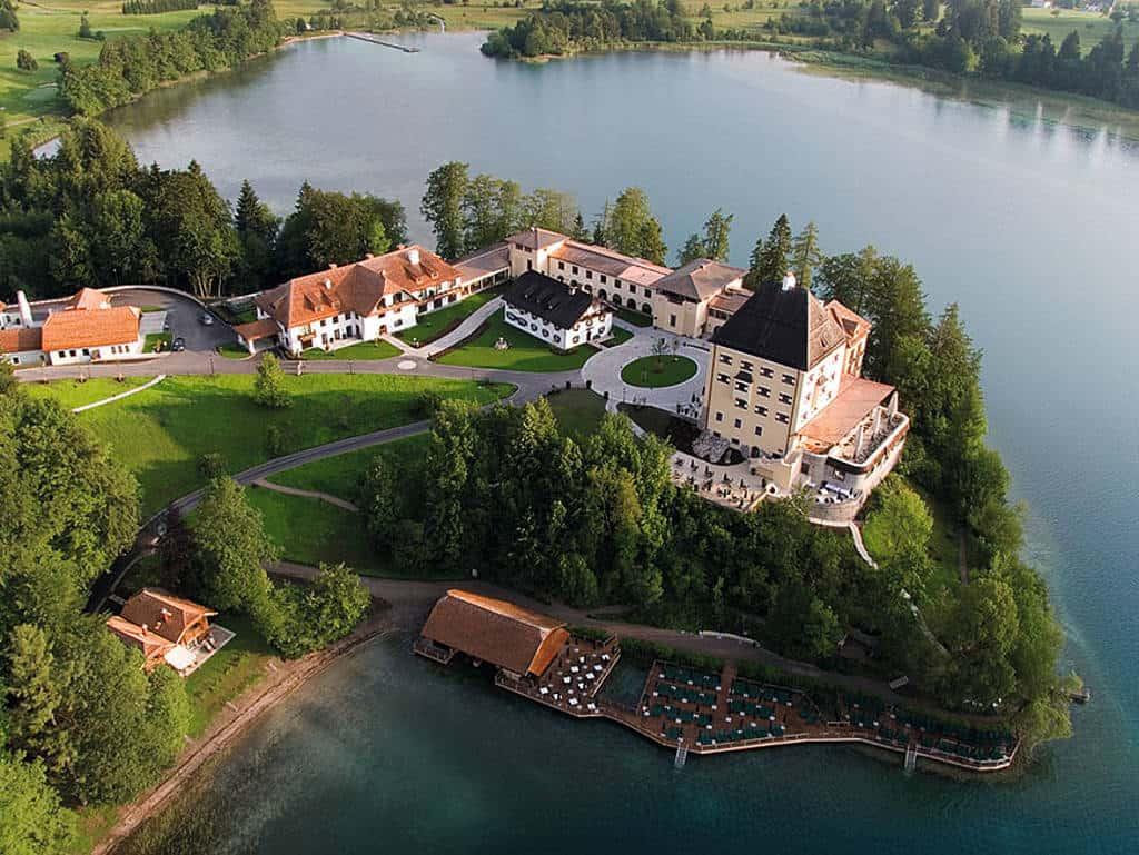 Schloss Fuschl: Traumaussicht auf einen neuen Job