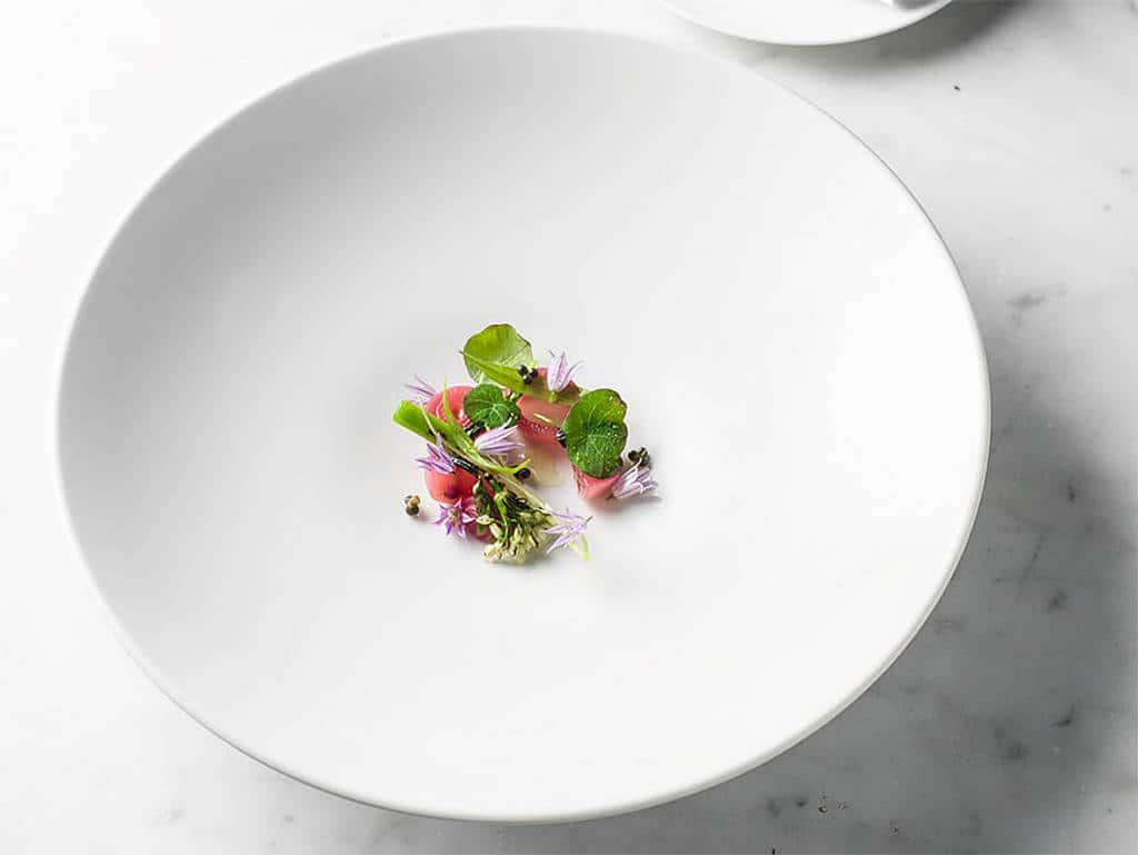 Biodynamische Zwiebel mit Chamomile-Essig und geschmolzenem Heukäse