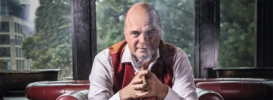Josef Laggner mit Zigarre