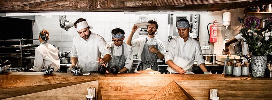 Aktion in der Küche im Restaurant Mochi, Wien