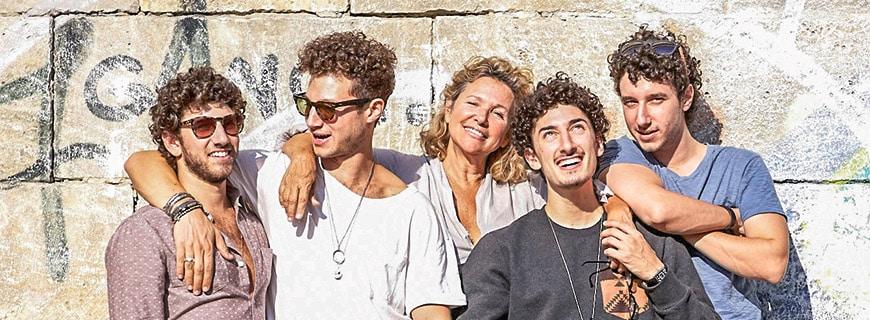 Haya Molcho mit ihren vier Söhnen Ilan, Nuriel, Nadiv und Elior (v.l.)
