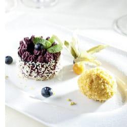 Blaubeertörtchen mit gebackenem Vanille-Zitronengras-Eis