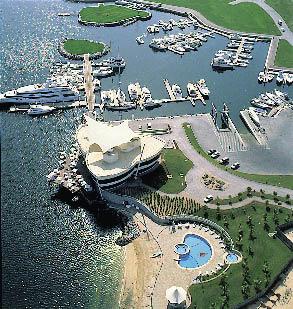 Grünflächen und Küste fotografiert aus dem Ritz Carlton Dubai