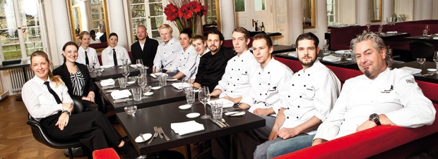 Frank Oehler mit allen Mitarbeitern