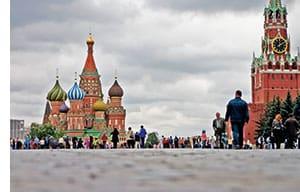 Die Basilius Kathedrale in Moskau vom roten Platz aus gesehen