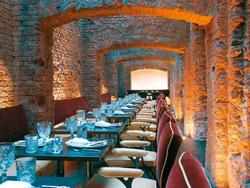 wild wild East Restaurant, Bar, Hotel Konzept