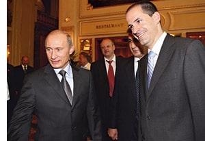 Wladimir Putin mit seiner Gefolgschaft