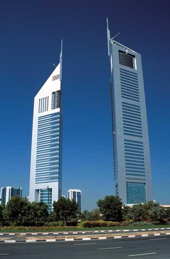 zwei Wolkenkratzer in Dubai