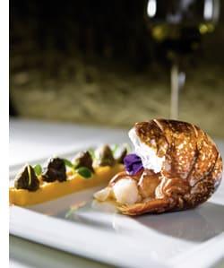 Bretonischer Hummer mit Steinmühlenpolenta, Spitzmorcheln und geschäumter Bisque