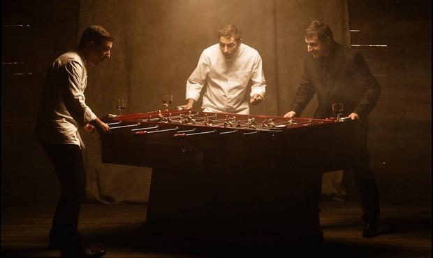 Die Roca Brüder beim Tischfussballspielen