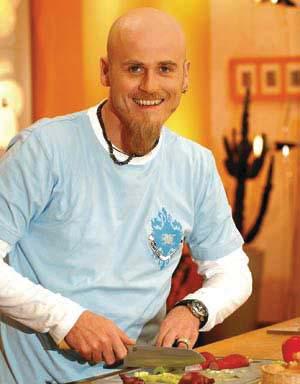 Ralf Zacherl in einem blauen tshirt