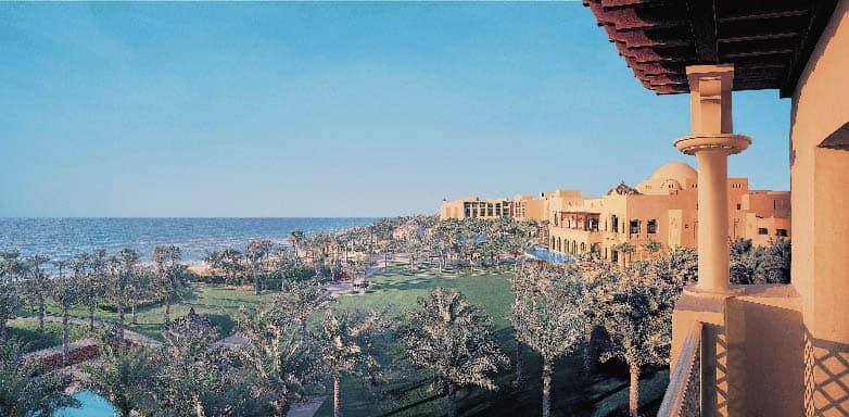 Die Anlage des Atlantis aus einer der Suiten fotografiert, zu sehen ist der Pool und Palmen