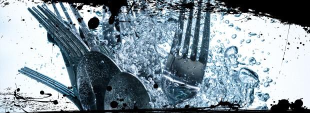Besteck im Waschvorgang