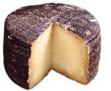Manchego-ein spanischer Schafkaese mit violetter Rinde