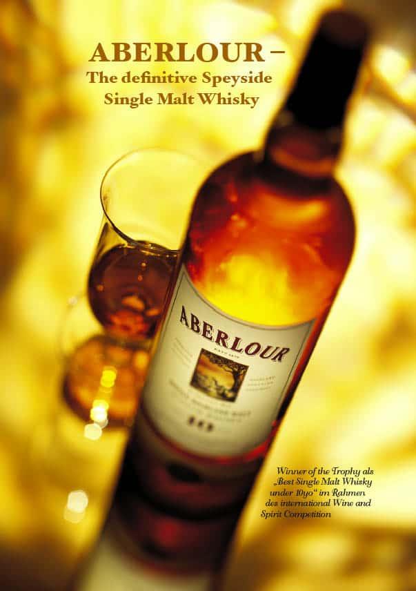 ein Glas und die dazu passende flasche von Aberlour Single Malt Whisky