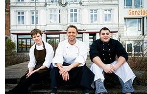Stephan Niese in der Mitte sitzend, links und rechts, Kollegen von ihm