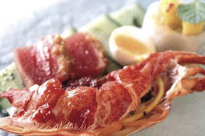 asiatisches Gericht bestehend aus Fleisch und ei