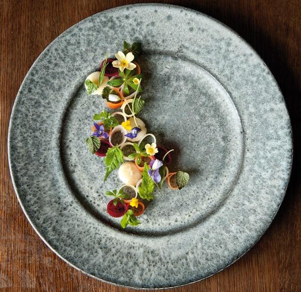Eingelegtes Gemüse, Schweinerostbratensaft und geräuchertes Knochenmark
