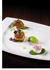 Feines von Kräutern, Gemüse und Thunfisch