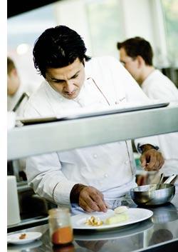 Mansur Memarian fingespitzengefühl in der Küche
