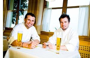 Gerhard Brugger mit seinem Geschäftspartner