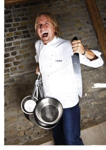 Frank Buchholz mit Messer und Topf