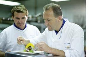 Martin Sieberer handwerkelt in der Küche