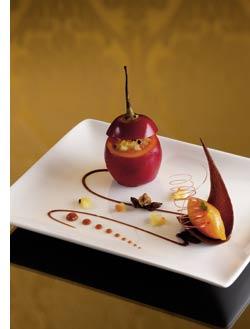 Gefüllte Tamarillo mit exotischem Früchtecocktail und Mangosorbet