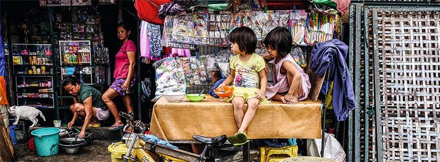 Mitten im Slum: In Manila ist der Kontrast zwischen Luxus und Armut groß.
