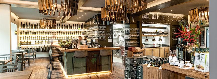 Im Restaurant Die Weinbank in Ehrenhausen lädt die gemütliche Atmosphäre zum Essen und Trinken ein.