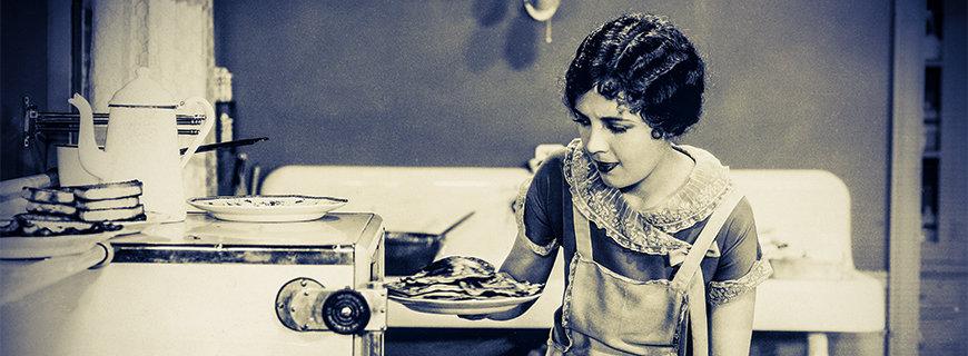 Retro Bild einer Frau mit Essensteller