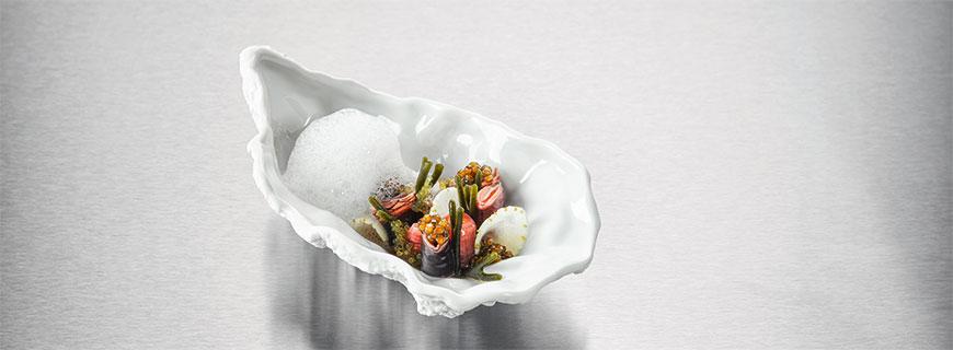 Percebes mit Kaviar und grünen Erdbeeren