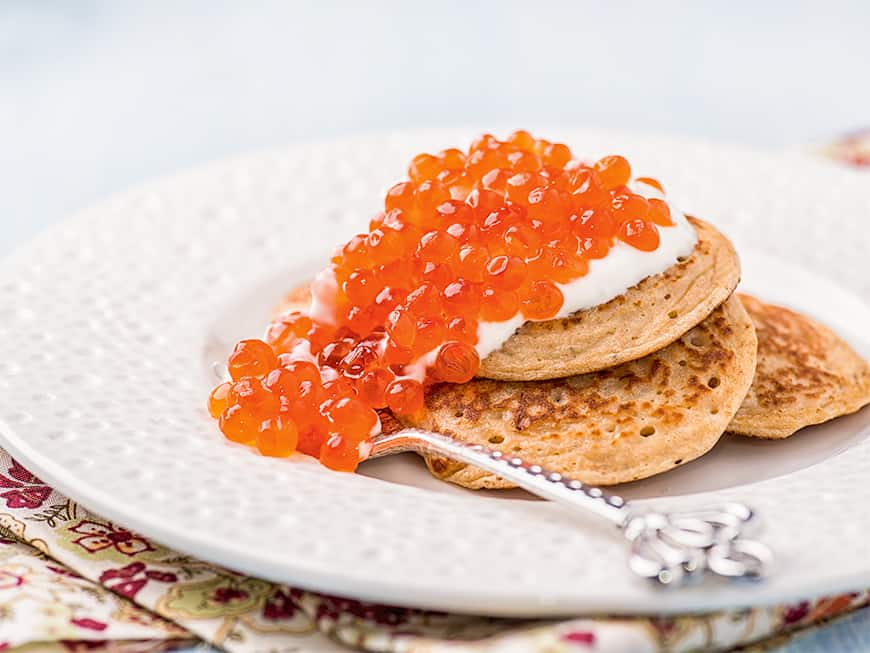 In Moskau mit den Schönen und Reichen: Blinis mit Kaviar sind ein Muss