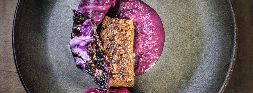 vom Schwein mit Rotkohl und Weizen by Kamilla Seidler, Bolivien