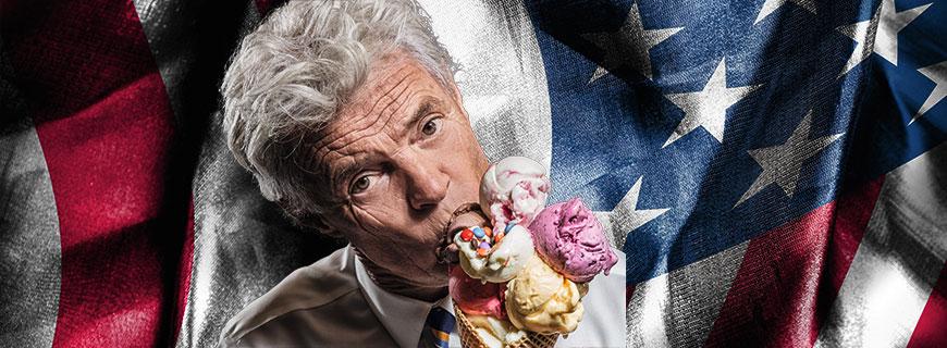Charly Temmel mit Eistüte vor US-Flagge